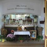 Kirche zum Erntedankfest geschmückt