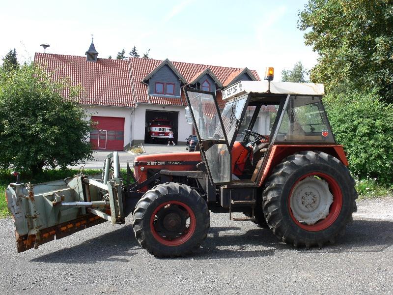 traktor der marke zetor zu verkaufen frankenheim. Black Bedroom Furniture Sets. Home Design Ideas