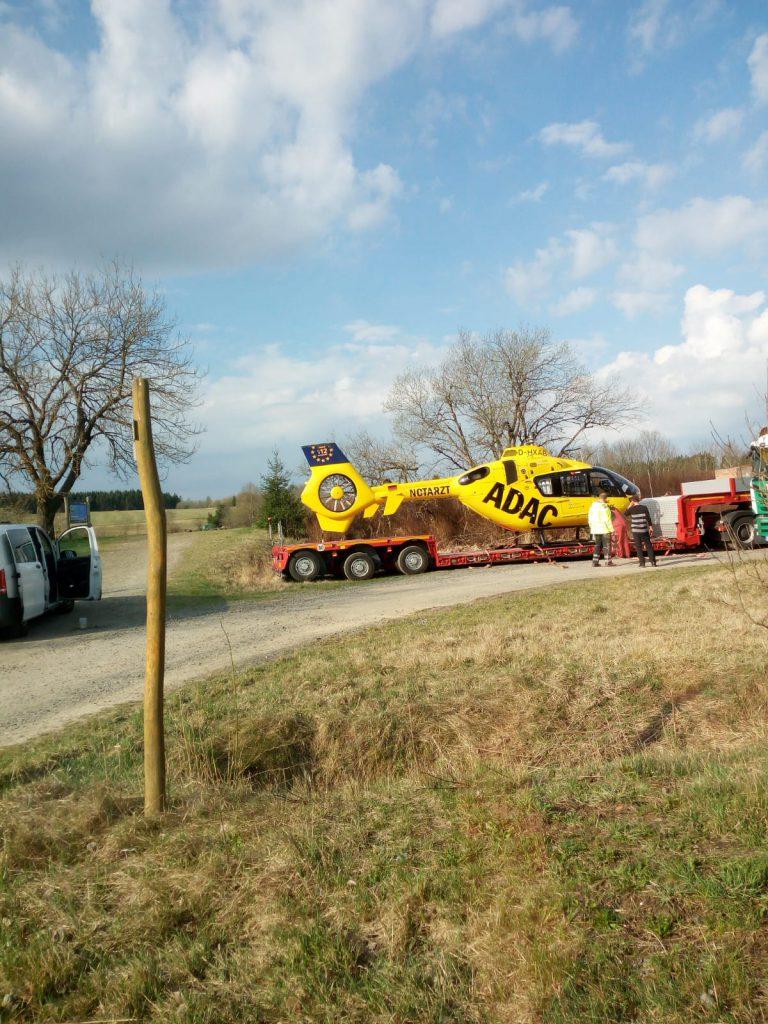 Rettungshubschrauber verlässt Frankenheim auf Tieflader
